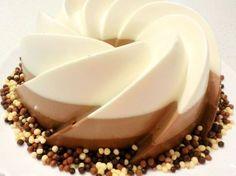 Reteta tort trei ciocolate - reteta video, Rețetă de Maroccuisine - Petitchef Romanian Food, Panna Cotta, Good Food, Baking, Ethnic Recipes, Desserts, Drink, Chicken, Birthday