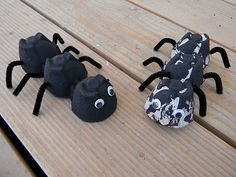 I found this super cute egg carton ant craft and knew Trip would like it. I got out some black paint and cut an egg carton into three-c. Animal Crafts For Kids, Craft Activities For Kids, Toddler Crafts, Art For Kids, Literacy Activities, Ant Crafts, Insect Crafts, Dragon Crafts, Alphabet Crafts
