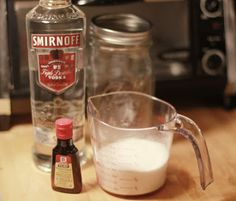 Mary's Kitchen: DIY Foodie Gifts: Peppermint Vodka