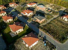 Film prezentacyjny, reklamowy z drona osiedla domów jednorodzinnych Green Park st.Malichy