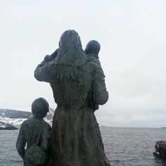 Statue in Fosnavåg - norway. The lady and the kids are waiting for their husband and father to come home from sea, but he never showed up. They're Still waiting. Still Waiting, Norway, Lion Sculpture, Father, Husband, Sea, Statue, Lady, Pai