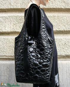 47f4f1987746 22 lenyűgöző kép a(z) Táskák,Bags tábláról ekkor: 2019 | Beige tote ...