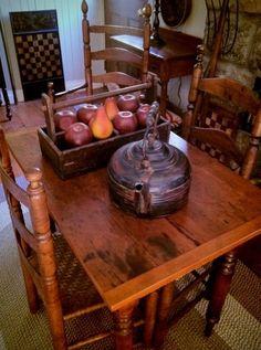 Primitive table - for the image Primitive Décor, Primitive Tables, Primitive Dining Rooms, Primitive Gatherings, Primitive Furniture, Primitive Kitchen, Primitive Antiques, Prim Decor, Country Decor