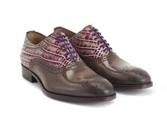The City Angel Damascus is a gift from John and the design team to the menswear-loving women of the Fluniverse. A lace-up oxford with classic brogueing, an angel stud and a lasered leather sole, The Damascus is a more stylized version of the bestselling men's Brandenburg. Blake constructed in Portugal they feature stacked leather heels with a rubber insert and are some fine looking answers to a lot of Fluevogers' prayers!Walk in peace.