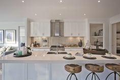 I just viewed this amazing Waldorf 48 Kitchen style on Porter Davis – World of Style. How about picking your style? My Home Design, New Home Designs, House Design, Hamptons House, The Hamptons, Kitchen Cupboards, Kitchen Dining, Dining Rooms, Porter Davis