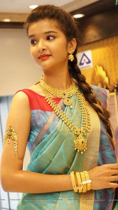 Markings For Gold Jewelry Beautiful Girl Indian, Beautiful Redhead, Beautiful Saree, Beautiful Girl Wallpaper, Elegant Girl, Beautiful Bollywood Actress, Indian Beauty Saree, Cute Beauty, Saree Styles