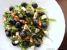 Blue cheese, grapes and walnuts salad. Walnut Salad, Yummy Food, Tasty, Smoked Salmon, Nutritional Supplements, Blue Cheese, Salmon Recipes, Sprouts, Frozen
