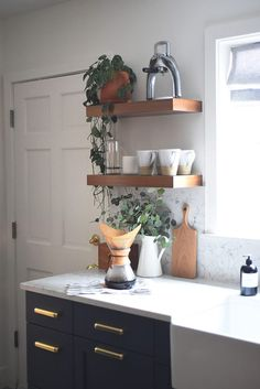 Interior Design Kitchen A Modern Kitchen for our Home (The Reveal!): We tackled a kitchen renovation in our Seattle tudor and the results are part modern farmhouse kitchen, part sleek. Kitchen Design Small, Modern Kitchen Interiors, Kitchen Remodel Small, Modern Kitchen, Kitchen Sink Design, Kitchen, Kitchen Interior, Interior Design Kitchen, Kitchen Remodeling Projects