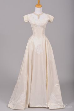 Designed in the 60's, this eggshell toned vintage wedding gown is done in a…