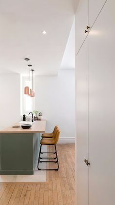 Kitchen Room Design, Modern Kitchen Design, Home Decor Kitchen, Interior Design Kitchen, Bathroom Interior, Home Kitchens, Apartment Interior, Apartment Design, Quirky Home Decor