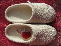 """Обувь ручной работы. Ярмарка Мастеров - ручная работа Тапочки валяные """"Для любимой"""". Handmade."""
