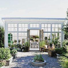 """300 gilla-markeringar, 23 kommentarer - Anna Fröde'n (@tradgards_drommen) på Instagram: """"Här är ytterligare en variant av växthus som gör mig tillfreds hos @mariedelice . Lutande tak,…"""""""