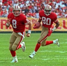 QB Steve Young leading the blocking for Jerry RiceYou can find Jerry rice and more on our website.QB Steve Young leading the blocking for Jerry Rice 49ers Players, Nfl Football Players, Sport Football, Sf Niners, Forty Niners, Americana Retro, 49ers Nation, Nfl Uniforms, Nfl 49ers