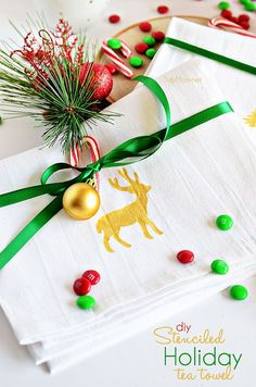 Get the full instructions to make your own handmade gift with this DIY stenciled dish towel. A perfect gift this holiday season, or hostess gift any time of the