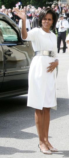 First Lady Michelle Obama, Silver Star idea Michelle E Barack Obama, Barack Obama Family, Michelle Obama Fashion, Black Presidents, American Presidents, Carla Bruni, Thom Browne, Nicolas Sarkozy, Malia And Sasha
