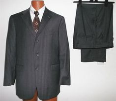 Exquisite Austin Reed Men's Gray Pinstripe All-Season Wool 3-Button Suit 44R