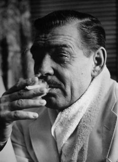 Clark Gable photographed on the set of The Misfits, Old Hollywood Movies, Old Hollywood Style, Hooray For Hollywood, Hollywood Actor, Hollywood Stars, Classic Hollywood, Classic Movie Stars, Classic Movies, Celebrity Photography