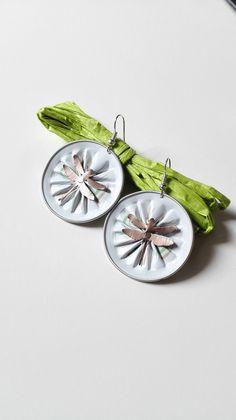 Boucles d'oreilles cabochons capsules Nespresso blanches libellules féériques : Boucles d'oreille par miss-perles
