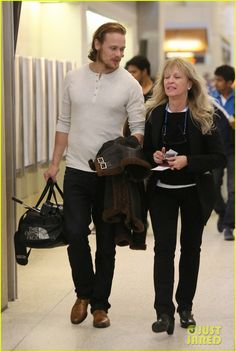 Outlander's Sam Heughan leaving LAX on January 18, 2015. Click through for more pics :)