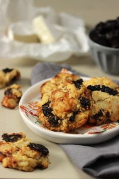 Cookies aux pruneaux et chèvre-boîte