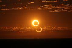 Ring of Fire. A medida que el sol se elevó sobre Australia en la mañana del viernes, 10 de mayo, el disco solar se convirtió en un anillo de fuego. Eclipse anular de sol al sur de Newman, Australia. 06h: 33m: 48s, hora local. En un eclipse anular, la Luna no es lo bastante grande como para cubrir todo el disco solar y un anillo deslumbrante de fuego sobresale alrededor de la Luna perfilando del sol su delicada corona. Fotografía de Nicole Hollenbeck