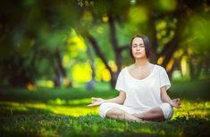Meditation, der Ort, an dem unsere Seele Frieden findet  Meditation anzuwenden, um sich zu entspannen und sich vom Stress zu befreien, ist eine Praxis, die, aufgrund ihrer erwiesenermaßen positiven Wirkung auf die geistige Gesundheit immer beliebter wird. Die bewusste Meditation erhält dabei die meiste Aufmerksamkeit, denn ihre Wirkung geht weit über die Stressreduzierung hinaus.