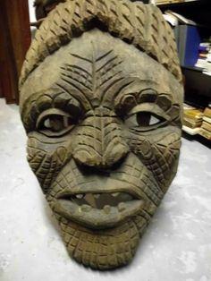 7543ddac6f 450 €  antiga grande máscara entalhada em madeira Sec. XIX Com sinais de  caruncho Medidas  77 cm de altura
