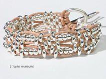 *Eine Fusion aus kleinen, versilberten Perlen, zaubern dir einen wunderschönen Hingucker an dein Handgelenk.  Mit einem großen Knebelverschluss kannst du das Armband leicht verschließen.