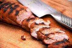 Dejlig grillmad med grillet mørbrad med sennep. Svinemørbrad, der marineres i lidt sennep, og grilles i 10 minutter ved lav varme. Grillet mørbrad med sennep er hurtig mad på grillen. Tag en svinem…
