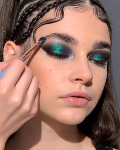 Edgy Makeup, Makeup Eye Looks, Eye Makeup Art, Cute Makeup, Pretty Makeup, Hair Makeup, Eyeshadow Makeup, Elegant Makeup, 70s Makeup Look