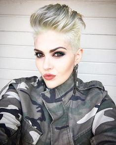 Smoky EYES ➕ Lolita II by @katvondbeauty Os confieso que estoy enamorada de este Labial ❤️ #whitehair #greyhair #newlook  #blonde #blondehair #blondie #instablog #instafashionblogger #shorthair #milookprimavera #shorthairdontcare #shorthairstyles #pixiecut #pixiehair #pixies #pixiehaircut #pixieluxe #hairdo #hairstyle #fiidnt #hairideasforgirls #hairideas #hairfashion #shorthairswag #makeupbyme #megabits #selfieaddict @chica_pixie @nothingbutpixies @boblovers @hairstylecenter…