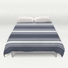 This classic duvet cover features a pattern of stripes in your choice of 30 colors (Color in main picture is : Navy). Instantly sets the mood in a
