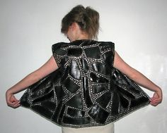 This Pin was discovered by Lie Crochet Coat, Crochet Clothes, Crochet Blocks, Freeform Crochet, Leather Projects, Leather And Lace, Dress Patterns, Lana, Textiles