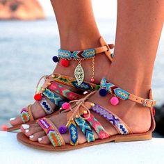 """13.2 mil curtidas, 280 comentários - @wanderlustdestiny no Instagram: """"Who else needs these sandals? 😍"""""""