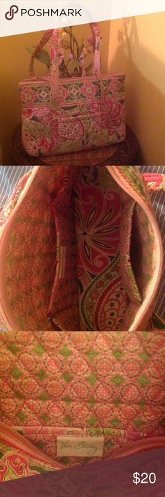 Vera Bradley Bag Spring like pattern with 6 inside pockets Vera Bradley Bags Shoulder Bags