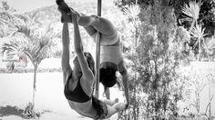 Foto: Bruno Nasca. Making of da sessão de fotos da fotógrafa Barbara Mondes para o projeto Janela de Aysha. Duo pole dance. Modelos: Fernanda Rocha e Karine Ribeiro.
