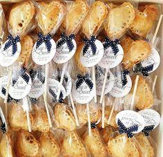 Mini Apple Pies, Pie Pops, Mini Desserts, Doughnut, Baking, Cake, Food, Mesas, Torte