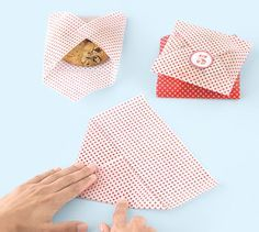 Colorful wax paper makes single-cookie packaging a cinch.