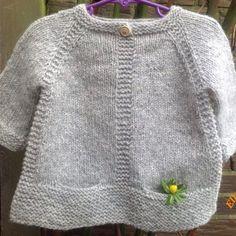 Baby Cardigan Knitting Pattern, Knitted Baby Cardigan, Baby Knitting Patterns, Knitting Ideas, How To Start Knitting, Knitting For Kids, Free Knitting, Diy Crafts Knitting, Pull Bebe