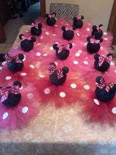 Black Glittery Minnie Mouse Table By PartyStylingsofMandy On Etsy Cite  Center Pieces