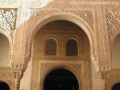 Información y fotos del Cuarto Dorado de la Alhambra. La construcción del Cuarto Dorado se debe a Mohamed V, pertenece al Palacio de Comares. Recibe este nombre por el repintado mudéjar de su artesonado.