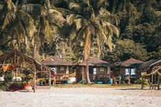 Top Beach Resorts in Coron, Palawan, Philippines Off Grid Tiny House, Tiny House Cabin, Tiny House Living, Diy Cabin, Cedar Homes, Solar Generator, Small Cottages, Landscape Photography Tips, Best Resorts