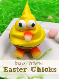The cutest blonde brownie Easter Chick dessert ever!! Fun Easter desserts to make with kids, and delicious too!!