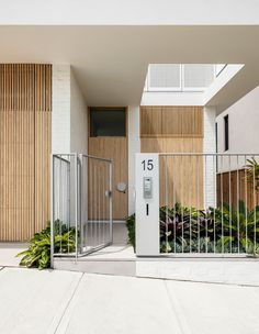 Architect Madeline Blanchfield delivers maximum impact and surprising views, on a small beachside block in Coogee, Sydney. Facade Design, Exterior Design, Townhouse Exterior, Timber Battens, Modern House Facades, Modern Villa Design, The Design Files, Facade House, Tropical Houses