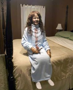 i love halloween and scary stuff but this is the ONE thing that freaks me out! gives me goosebumps Halloween Rocks, Halloween And More, Halloween 2018, Scary Halloween, Halloween Treats, Happy Halloween, Halloween Decorations, Halloween Party, Halloween Stuff