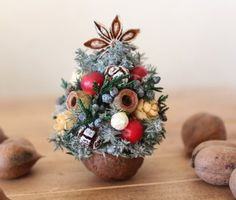 Let's make the walnut garden: Christmas is Ron's Tomoko this year. Half Christmas, Christmas Makes, Christmas Projects, All Things Christmas, Christmas Holidays, Christmas Wreaths, Christmas Bulbs, Xmas, Walnut Shell Crafts