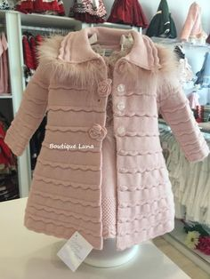 I found great knitting ideas for the children.The models are all very nice. Crochet Baby Poncho, Girls Knitted Dress, Knit Baby Dress, Knitting For Kids, Crochet For Kids, Baby Knitting Patterns, Girls Sweaters, Baby Sweaters, Baby Girl Jackets