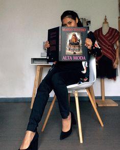 """Sustainable style on Instagram: """"✨ Inspiración ✨ Alta moda es uno de los libros que más significativo tienen para mi como peruana y diseñadora de moda. El libro es un…"""" Mario Testino, Modern Bohemian, Ethnic Fashion, Folk, Chic, Instagram, Style, High Fashion, Libros"""
