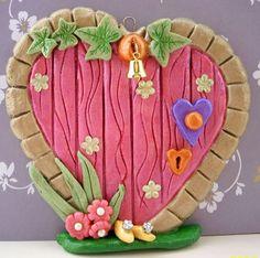 salt dough fairy door (no link) Fairy Garden Doors, Fairy Doors, Fairy Gardens, Polymer Clay Fairy, Polymer Clay Projects, Sculpey Clay, Salt Dough Projects, Clay Fairy House, Fairy Houses