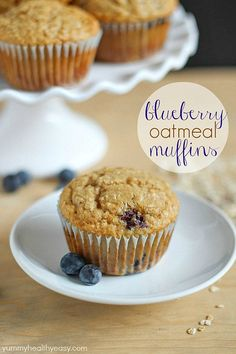 Moist & fluffy muffins filled with oatsl and blueberries! Healthy, easy and delicious breakfast or snack!